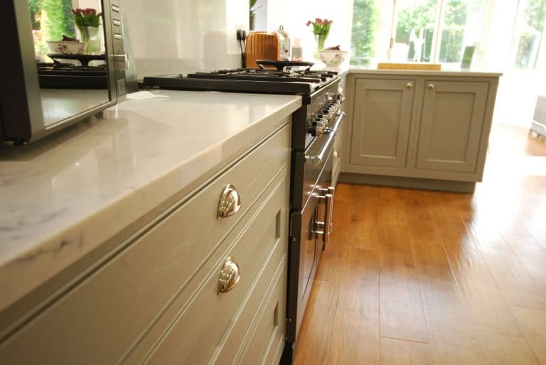 Image of a range cooker with in-frame doors