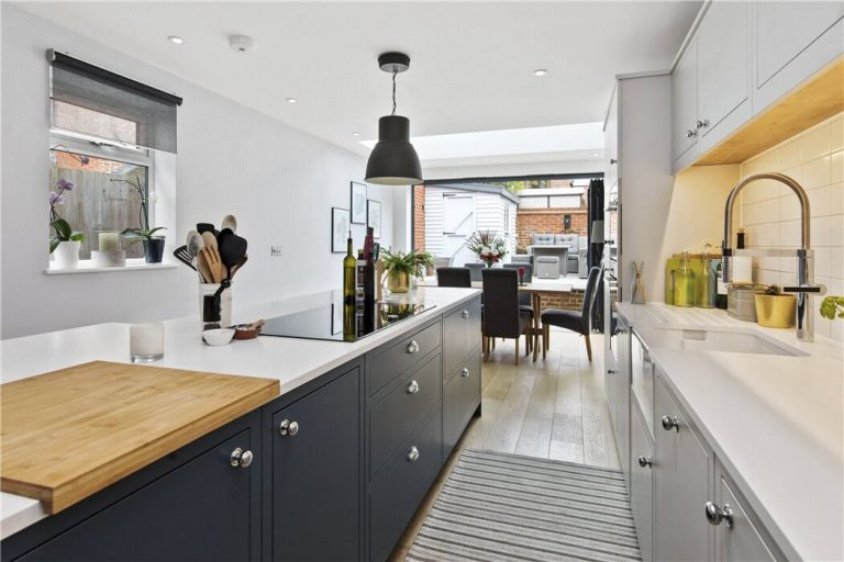 Sutcliffe kitchen in Surrey2
