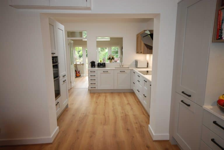 blackbourne-kitchen-in-merrow2_optimized